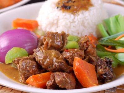 咖喱炖牛腩套餐饭